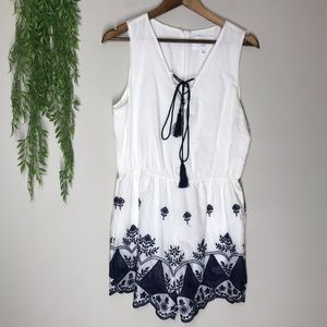 J by J.O.A. embroidered romper blue white sz large